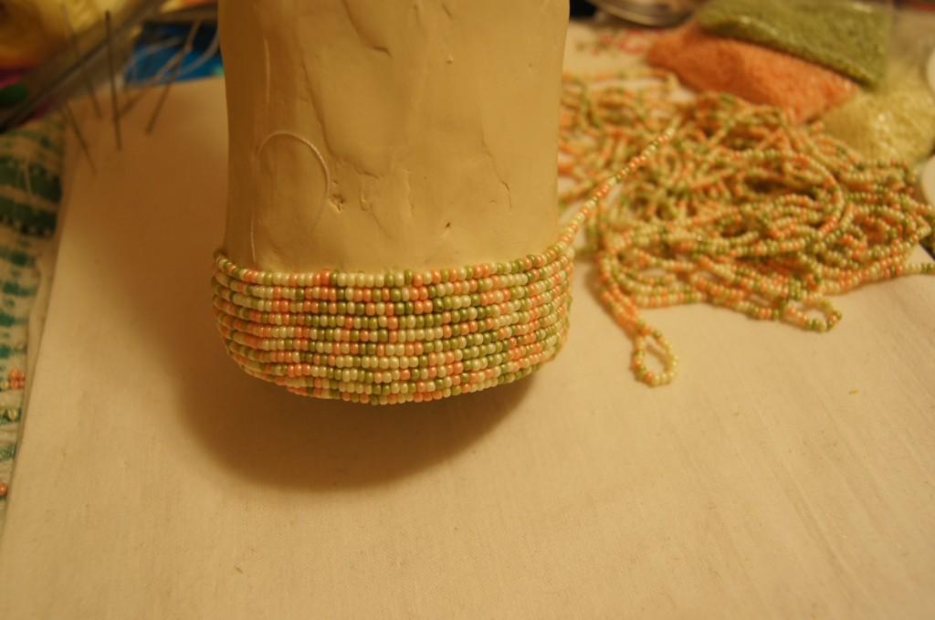 Как украсить вазу с бисером