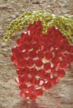 Клубника из бисера ягода